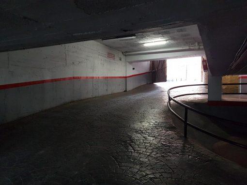 Plaza de garaje para coche grande